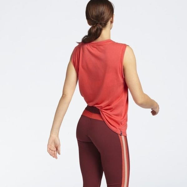 B ACTIVE Box Top Rood & Sportlegging Tawny Port achterkant